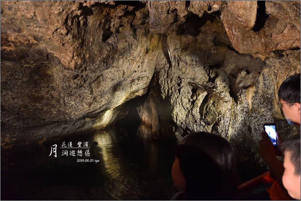 月洞 | 搭著小船深入鐘乳石洞、蝙蝠洞探險